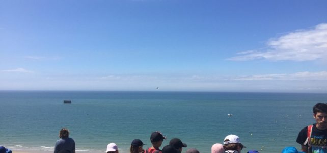 Randonnée au bord de la mer.