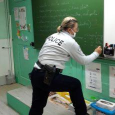 La Police informe les élèves.